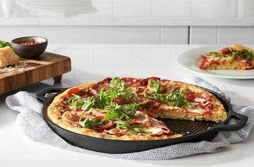 AmazonBasics Pre-Seasoned Cast Iron Pizza Pans